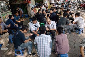 Người Việt trẻ ham chơi...