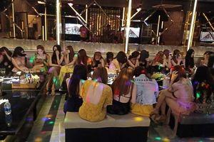 Phát hiện nữ tiếp viên mới chỉ 13 tuổi trong tụ điểm ăn chơi nổi tiếng Sài Gòn