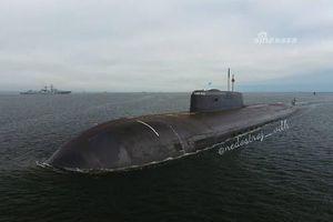Sức mạnh của tàu ngầm hạt nhân Nga vừa được diễu binh hải quân