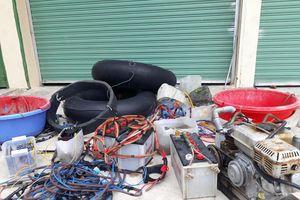 Xử phạt 2 đối tượng dùng kích điện khai thác hải sản trái phép