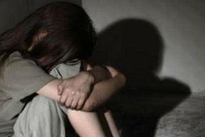 Bé 6 tuổi nghi bị xâm hại tình dục khi bạn gái của bố đưa vào khách sạn