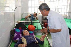 Hơn 300 khách đám cưới nhập viện ở Đắk Lắk sau ăn gỏi hải sản