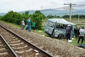 Vượt đường ngang, xe khách bị tàu hỏa tông làm 3 người tử vong