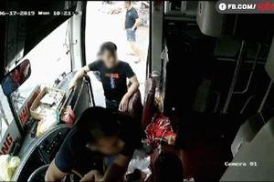 Bị nhóm người lạ lao vào đấm liên tiếp, tài xế khóc lóc van xin: 'Em mới đi được 7 ngày'