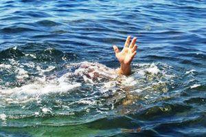 Đôi nam nữ tử vong trong tư thế ôm nhau dưới hồ nước