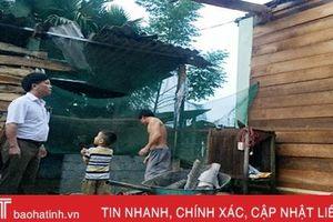 Mưa lớn kèm lốc xoáy tốc mái 45 nhà dân ở Hương Khê