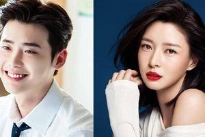 Từng đóng cặp với Park Shin Hye hay Suzy, thế nhưng Lee Jong Suk lại vướng tin đồn hẹn hò mỹ nhân kém tiếng