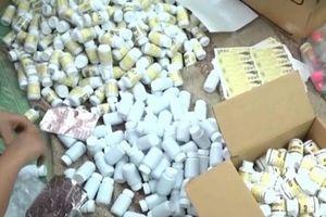 Cốm trẻ em giả được trà trộn bày bán tràn lan tại hiệu thuốc