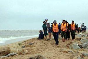 Hai học sinh mất tích khi tắm biển ở Đà Nẵng, mới tìm thấy 1 thi thể