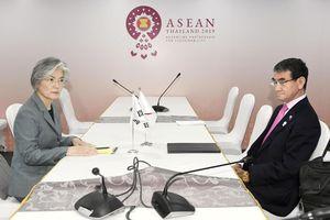 Ngoại trưởng Nhật, Hàn tranh cãi kịch liệt về thương chiến tại Bangkok