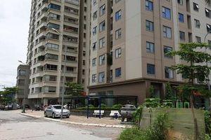 Tạm đình chỉ nam bảo vệ bị tố sàm sỡ 2 bé gái trong thang máy chung cư ở Hà Nội