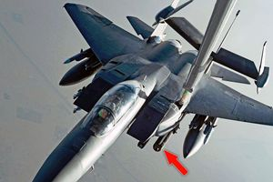 Giữa bão căng thẳng, Mỹ điều phi đội chở bom chùm tuần tra Vịnh Ba Tư