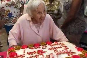 Cụ bà đón sinh nhật thứ 107 chia sẻ bí quyết sống thọ: 'Hãy sống như tôi, đừng lấy chồng'
