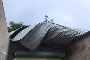 Bão số 3 gây lốc xoáy, hàng chục nhà dân ở Hà Tĩnh bị tốc mái