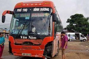Kinh hoàng xe khách mất lái lao vào chợ đâm 5 người thương vong