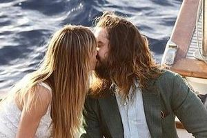 Heidi Klum khóa môi chồng kém 16 tuổi trên du thuyền