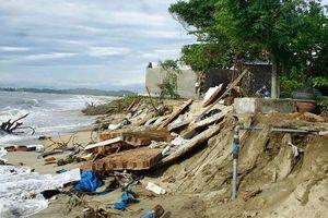 Quảng Ngãi: Biển 'nuốt' nhà ở, người dân di dời khẩn cấp