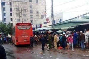 Xe khách lao vào chợ ở Gia Lai, bốn người tử vong