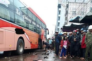 Xe khách tông liên hoàn vào những người họp chợ, 5 người thương vong