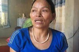 Cuộc trùng phùng đẫm nước mắt của hai phụ nữ sau 25 năm lưu lạc xứ người