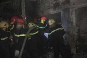 Nhiều ki ốt trong chợ ở Hà Tĩnh cháy rụi trong đêm