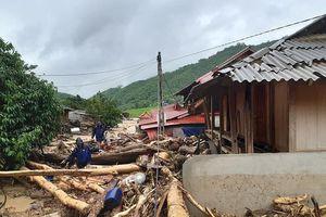 20 ngôi nhà bị cuốn trôi, 12 người mất tích ở bản Na Sá