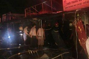 Hà Tĩnh: 'Bà hỏa' ghé thăm trong đêm, nhiều ki ốt ở chợ Voi bị thiêu trụi