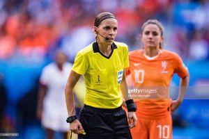 Nữ trọng tài bắt trận siêu cúp châu Âu: Bỏ đá bóng từ năm 18 tuổi, đi vào lịch sử