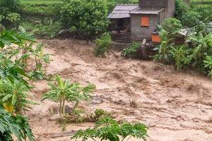 Lũ quét cuốn trôi nhiều ngôi nhà, 11 người còn mất tích ở Quan Sơn - Thanh Hóa