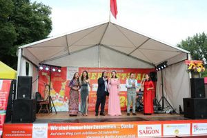 Cộng đồng Việt tham dự khai mạc liên hoan bia quốc tế lần thứ 23