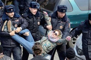 Cảnh sát Nga tiếp tục bắt giữ nhiều người biểu tình trái phép