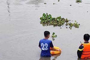 Nam thanh niên nghi 'ngáo đá' nhảy xuống sông mất tích