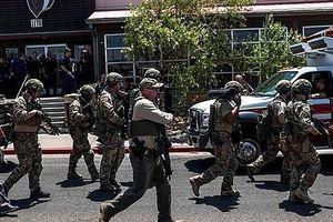 Xả súng gần trung tâm mua sắm, ít nhất 20 người thiệt mạng