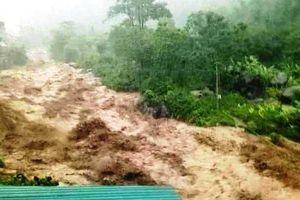 Tiếp tục tìm kiếm 10 người dân bị lũ quét cuốn và mất tích ở Thanh Hóa