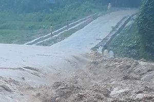 Trưởng Công an chết do sạt núi, nhiều người ở Quan Sơn mất tích