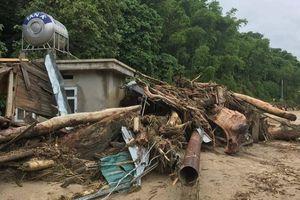 Hơn 200 chiến sỹ, bác sĩ vào bản Sa Ná ở Thanh Hóa cứu trợ sau lũ dữ