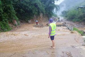 Mưa lũ làm 1 người chết, nhiều thiệt hại về nhà cửa ở Mộc Châu