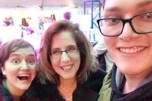 Mẹ hung thủ xả súng ở Ohio, giết chết em gái mình lên tiếng