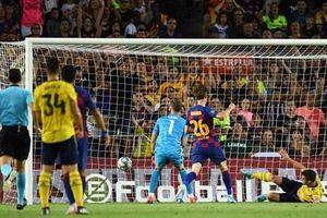 Sao trẻ 'đốt lưới nhà,' Arsenal dâng cúp cho Barcelona