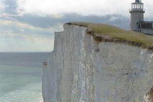 Nữ du khách rơi tự do từ vách đá 162m khi đi tìm nhà vệ sinh trong đêm