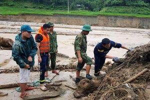 Thanh Hóa: Huy động toàn bộ lực lượng tìm kiếm 12 người mất tích do mưa lũ
