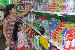 Hàng Việt chịu lỗ để vào siêu thị ngoại?