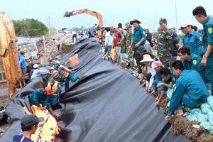 Cà Mau ban hành tình huống khẩn cấp sạt lở đê biển Tây