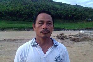 Người đàn ông kể lại phút sinh tử khi cứu 8 người khỏi dòng nước lũ