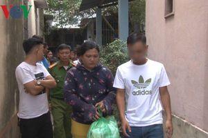 Bắt quả tang một phụ nữ đang bán ma túy
