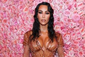 'Học đòi' Kim Kardashian đi dép 800 USD và cái kết bất ngờ