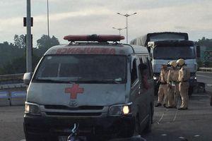 Đà Nẵng: Xe cứu thương va chạm xe máy, 2 người nguy kịch