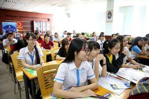 Loay hoay tinh giản giáo viên, giảm sĩ số học sinh