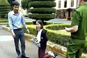 Vì sao cô giáo Hoa Anh phải quỳ dâng đơn lên lãnh đạo tỉnh?