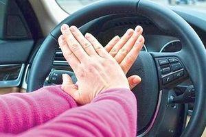Cần dạy con kỹ năng thoát hiểm nào khi vô tình con bị bỏ quên trên xe?